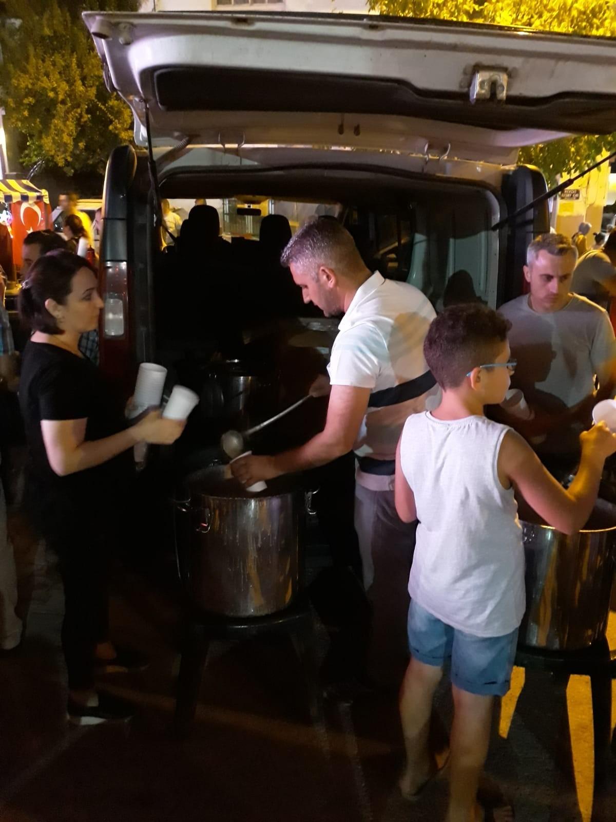 15 Temmuz'da çorba ve dondurma dağıttık